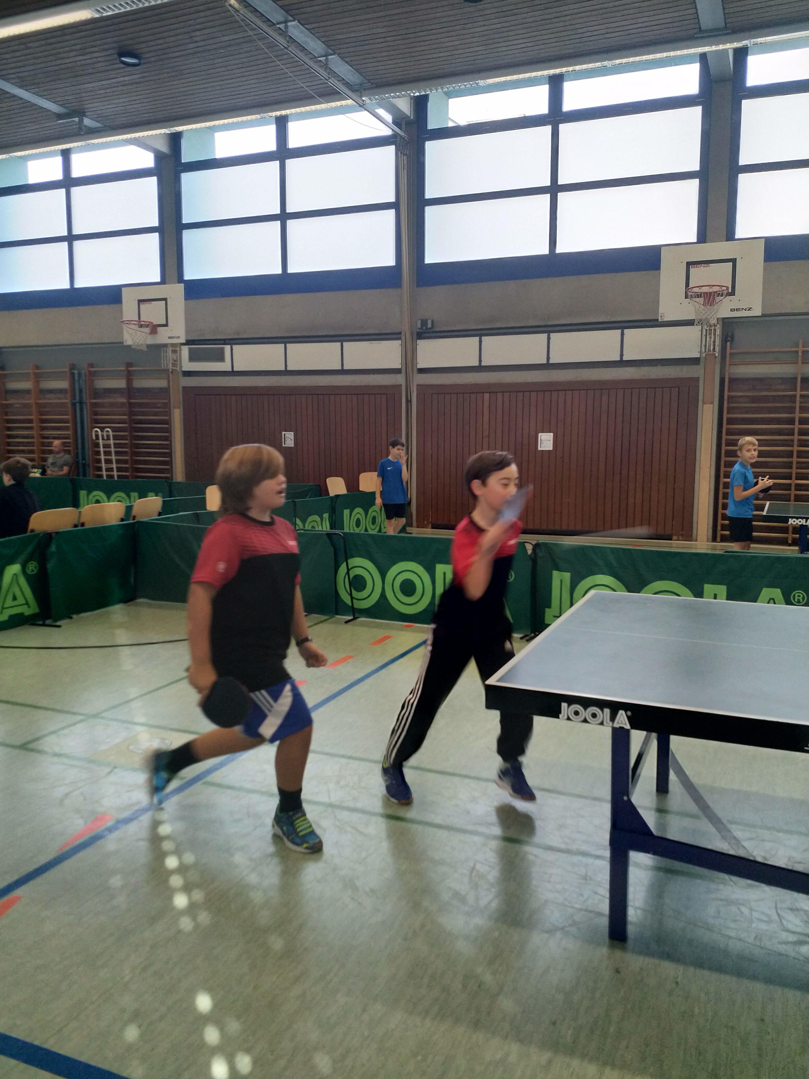 Voll die dynamische Sportart - Moritz und Paul beim Einspielen in Hockenheim